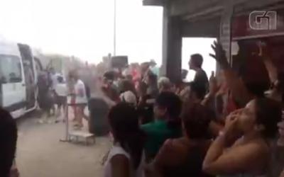 Les touristes huent la famille Netanyahu après la fermeture du site du Christ rédempteur pour permettre leur visite privée (Capture d'écran :  via G1)