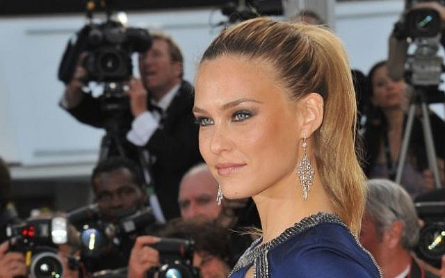 La top-modèle israélienne Bar Refaeli, à Cannes en 2011 (Crédit : Shutterstock)