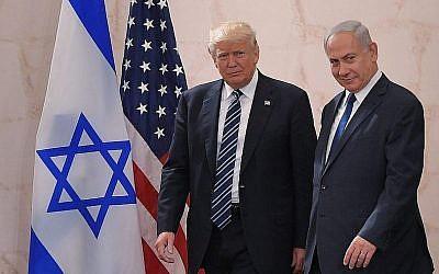 Le président américain Donald Trump (à gauche) avec le Premier ministre israélien Benjamin Netanyahu au Musée d'Israël à Jérusalem, le 23 mai 2017. (Mandel Ngan/AFP/Getty Images via JTA)