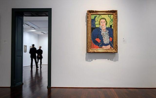 """Le tableau """"La blouse bleue"""" de Henri Matisse au musée Kunstmuseum de Bern, à Bern, en Suisse, le 4 décembre 2018 (Crédit :  Fabrice COFFRINI / AFP)"""