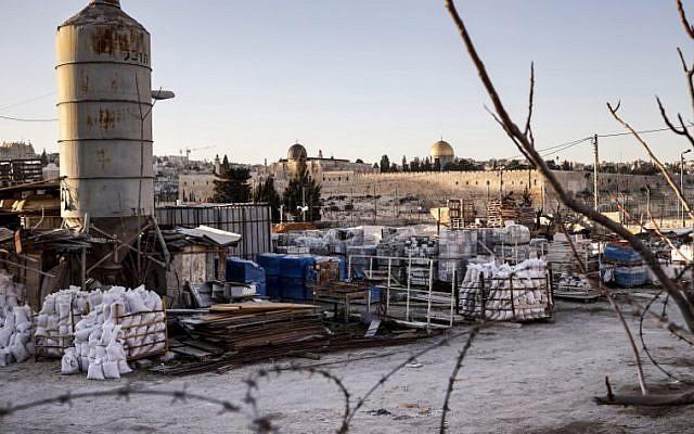 Un lopin de terre de Jérusalem Est, appartenant aux héritiers de Yasser Arafat et saisi par un tribunal israélien le 23 janvier 2019. (Crédit : THOMAS COEX / AFP)