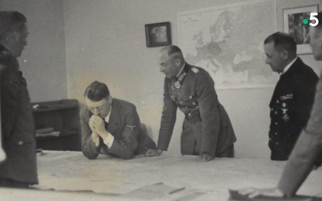 Capture d'écran d'un documentaire de France 5 sur les négociations de l'armistice signé le 22 juin 1940 avec l'Allemagne dans la clairière de Rethondes (Oise). (Crédit : France 5)