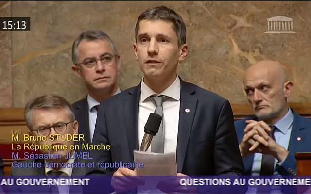 Le député LREM à Schitgheim, dans le Bas-Rhin. (Crédit : capture d'écran YouTube)