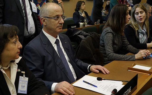 Le Premier ministre de l'Autorité palestinienne, Rami Hamdallah, assiste à une conférence de l'Office de secours et de travaux des Nations Unies pour les réfugiés de Palestine dans le Proche-Orient, UNRWA, à Rome, le jeudi 15 mars 2018. (AP Photo/Andrew Medichini)