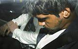 Un homme de 20 ans dans une voiture de police après son arrestation dans l'affaire du meurtre de l'étudiante israélienne  Aiia Maasarwe à Melbourne, en Australie, le 18 janvier 2019 (Crédit :  James Ross/AAP Image via AP)