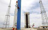 Cette photo publiée par le site officiel du ministère iranien de la Défense le 27 juillet 2017 prétend montrer la fusée Simorgh de lancement de satellite au centre spatial iranien Imam Khomeini dans un lieu secret, Iran. (Crédit :  site officiel du ministère iranien de la Défense via l'AP)