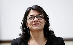 Rashida Tlaib, représentante démocrate du 13e district du Congrès du Michigan, assiste à un rassemblement à Dearborn, dans le Michigan, le 26 octobre 2018. (AP Photo/Paul Sancya)