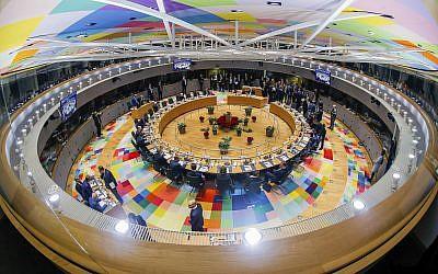 Les chefs de l'Union européenne lors d'une table ronde à un sommet de l'UE à Bruxelles, le 14 décembre 2018 (Crédit : Stephanie Lecocq, Pool Photo via AP)