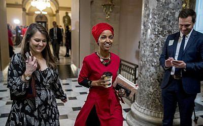 La représentante Ilhan Omar, Démocrate du Minnesota, au Capitole de Washington, le 16 janvier 2019 (Crédit : AP/Andrew Harnik)