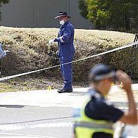 Les enquêteurs de police sur les lieux où l'étudiante israélienne Aiia Maasarwe a été retrouvée morte à Melbourne, en Australie, le 16 janvier 2019 (Crédit :  Stefan Postles/AAP Image via AP)