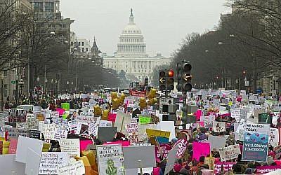 Des manifestantes sur Pennsylvania pendant la Women's march de Washington, le 19 janvier 2019 (Crédit : AP Photo/Jose Luis Magana)