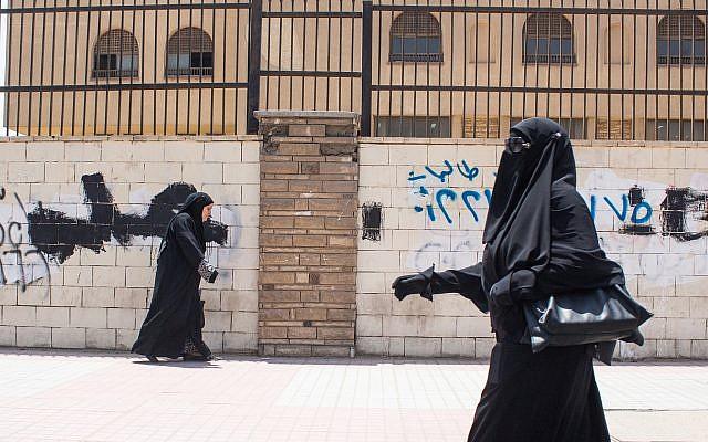 Illustration : une étudiante à l'université Al-Azhar au Caire, le 9 juin 2015. (Crédit : Mosa'ab Elshamy/AP)