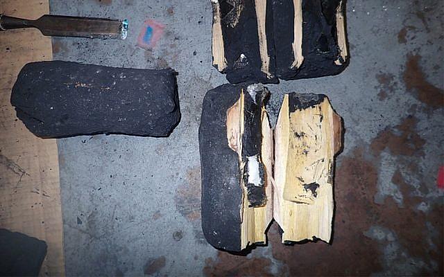 De la cocaïne présumée découverte dans du charbon végétal à destination d'Israël (Crédit : Agence des services des douanes du Canada)
