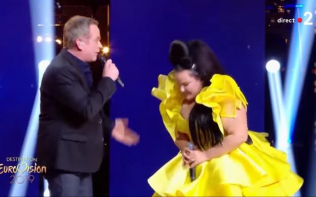 Garou et Netta Barzilai sur la scène des demi-finales de l'Eurovision, le 19 janvier 2019 (Capture d'écran : YouTube)