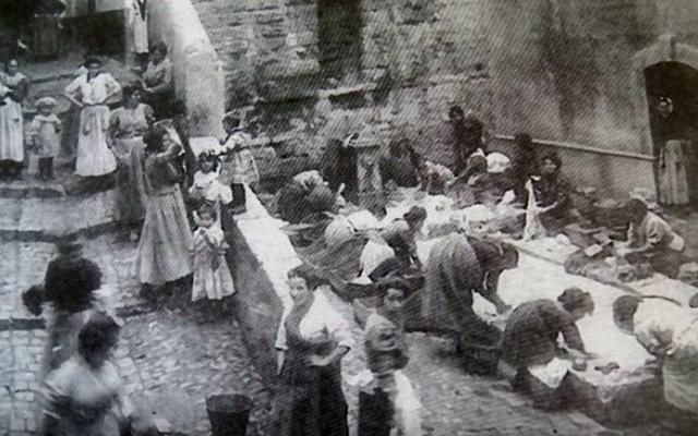 Lavoir de la rue Fontaine Saint-Laurent de la cité phocéenne - de la Petite Naples Marseillaise (Crédit : capture d'écran YouTube)