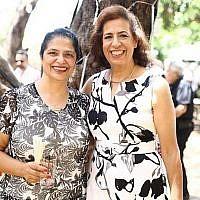 Dr. Lily Pereg (à gauche) et sa soeur Pryhia Sarussy disparues à Mendoza, en Argentine, en janvier 2019. (Crédit : GoFundMe photo)