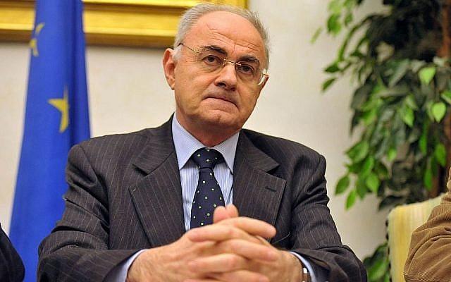 Le sénateur italien Elio Lannutti du mouvement populiste Cinq étoiles (Crédit : Facebook)