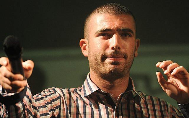Le chanteur Omer Adam en concert à Modiin, le 28 août 2011. (Crédit : Jorge Novominsky/ Flash 90)