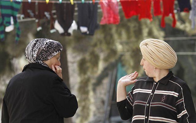 Photo d'illustration : Des Juives ultra-orthodoxes à Mea Shearim, à Jérusalem (Crédit : Miriam Alster/Flash90)