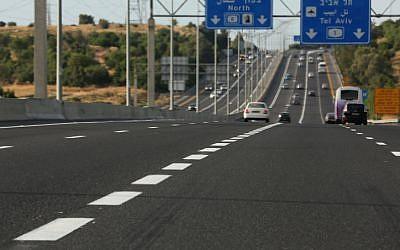 Une autoroute israélienne (Crédit photo illustratif : Nati Shohat/Flash90)
