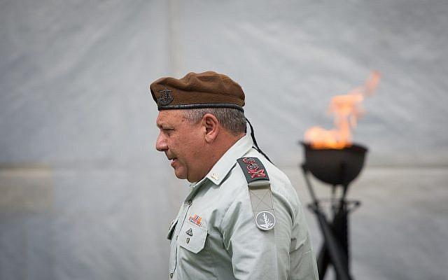 Le chef d'état-major de Tsahal Gadi Eizenkott assiste à une cérémonie commémorative marquant le 50e anniversaire de la guerre des Six jours en 1967, au Mont Herzl à Jérusalem, le 24 mai 2017. (Miriam Alster/Flash90)