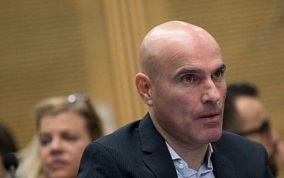 L'ancien président de l'Association du barreau israélien Effi Naveh dans un tribunal de Tel Aviv, le 16 janvier 2019. (Crédit : Koko/Pool/Flash90)