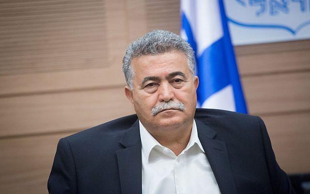 Le député Amir Peretz assiste à une réunion de la Commission de la défense et des affaires étrangères à la Knesset, le 22 octobre 2018. (Miriam Alster/Flash90)