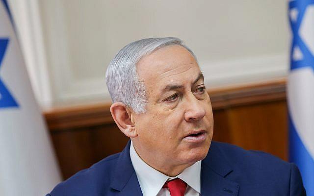 Le Premier ministre Benjamin Netanyahu dirige la réunion hebdomadaire du cabinet du gouvernement au cabinet du Premier ministre à Jérusalem, le 6 janvier 2019 (Alex Kolomoisky/Yedioth Ahronoth/Pool)