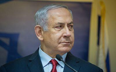 Le Premier ministre Benjamin Netanyahu s'exprime lors d'une conférence de presse conjointe avec Yoav Galant, nouvellement nommé ministre israélien de l'Intégration des immigrants à la Knesset, le 9 janvier 2019. (Noam Revkin Fenton/Flash90)