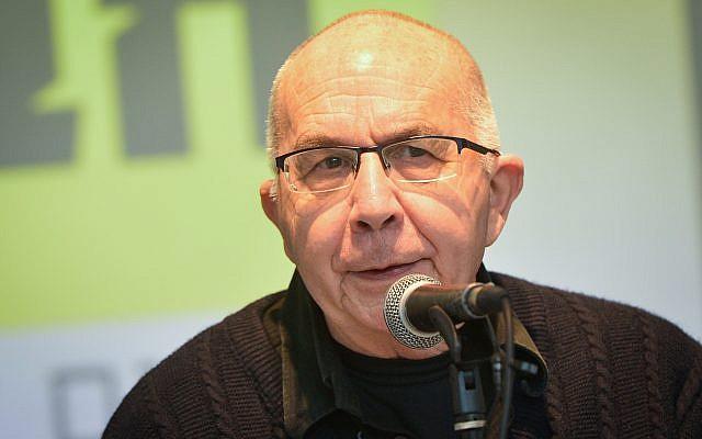 Motti Ashkenazi, lors d'une conférence de presse à Tel Aviv, annonce le lancement de la campagne électorale de son parti Justice sociale, le 13 janvier 2019. (Crédit : Flash90)