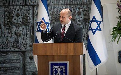 Le ministre de l'Education Naftali Bennett durant la cérémonie annonçant les lauréats de la fondation Wolf à la résidence du président à Jérusalem, le 16 janvier 2019 (Crédit : Yonatan Sindel/Flash90)