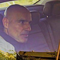 L'ancien avocat Efi Nave, soupçonné de corruption sexuelle, arrive pour un interrogatoire à l'unité anti-fraude Lahav 433 à Lod, le 16 janvier 2016 (Crédit : Flash90)