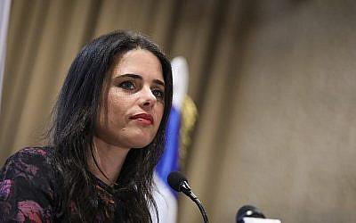 La ministre de la Justice Ayelet Shaked assiste à une conférence du barreau d'Israël à Jérusalem le 17 janvier 2019 (Noam Rivkin Fenton/Flash90)