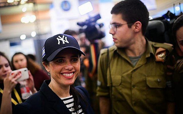 La ministre de la Justice Ayelet Shaked du parti HaYamin HaHadash lors d'un événement pour les soldats seuls à Tel Aviv, le 24 janvier 2019 (Crédit : Tomer Neuberg/Flash90)