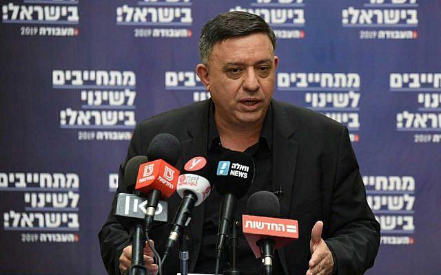 Le chef du parti travailliste Avi Gabbay lors d'une conférence à Haïfa, le 31 janvier 2019. (Crédit : Elad Gutman)