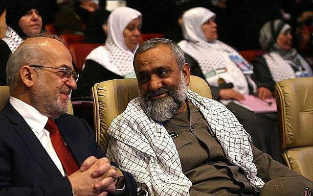 Mohammad Reza Naqdi, à droite, lors d'une conférence à Téhéran en juillet 2012, à côté de l'ancien Premier ministre irakien   Ibrahim al-Jaafari. (Crédit : Wikipedia/sayyed shahab-o-din vajedi/CC BY)