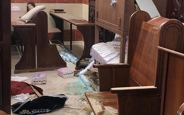 Une synagogue vandalisée à Jérusalem, le 28 janvier 2019. (Crédit : unité du porte-parole de la police)
