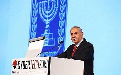 Benjamin Netanyahu à la cyber conférence à Tel Aviv, le 29 janvier 2019 (Crédit : Gilad Kavalerchik)
