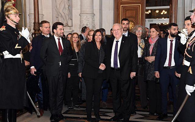 Le président Reuven Rivlin lors d'un événement célébrant avec la communauté juive française le 70ème anniversaire d'Israël à la Mairie de Paris, en France, le 24 janvier 2019 (Crédit : Haim Zach/GPO)