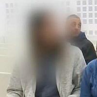 L'adolescent israélien suspecté du meurtre d'Aisha Rabi à l'audience du tribunal de Rishon Lezion, le 23 janvier 2019 (copie d'écran YouTube).