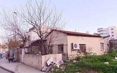 Une maison de trois pièces à Jérusalem Est évaluée à 11 millions de shekels après une enchère entre militants Juifs et palestiniens; (Crédit : Treizième chaîne)