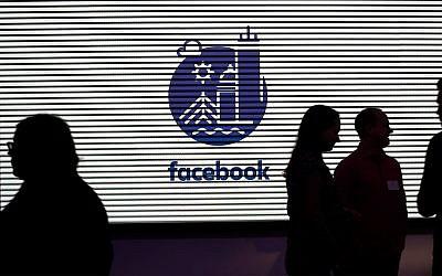 Médias et invités découvrent les nouveaux bureaux de 12000 mètres carrés de Facebook à Cambridge, Massachusetts, le 9 janvier 2019. (AP Photo/Elise Amendola)