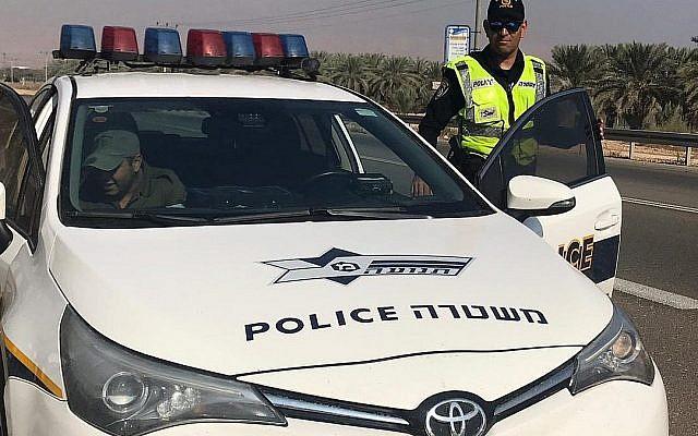 A titre d'illustration : Un policier donnant une contravention en Cisjordanie. (Police israélienne)
