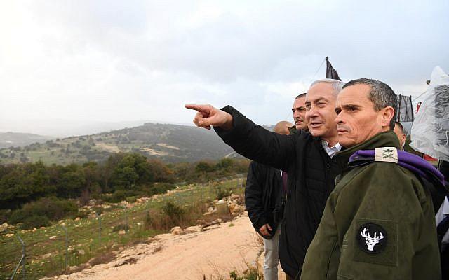 Le Premier ministre Benjamin Netanyahu en visite dans le nord d'Israël, le 13 janvier 2019 (Crédit: Haim Zach/GPO)