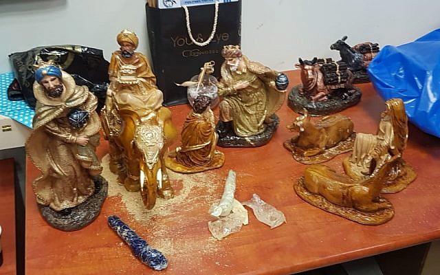 Des figurines religieuses expédiées en Israël depuis le Mexique en janvier 2019 qui contenaient environ 2 kilogrammes de méthamphétamine en cristaux de contrebande. (Police israélienne)