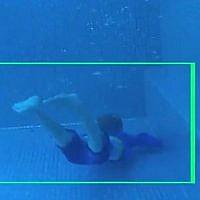Illustration du fonctionnement du système de détection des noyades Coral Manta dans une piscine. Il a été développé par la startup israélienne Coral Detection Systems (Crédit : capture écran YouTube)