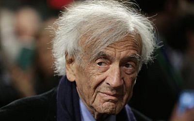 Le lauréat du prix Nobel de la paix Elie Wiesel  au Capitole, à Washington, aux Etats-Unis, le 2 mars 2015 (Crédit : Win McNamee/Getty Images via JTA)