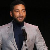 Jussie Smollett s'exprime lors d'un événement du Fonds de protection de l'enfance de Californie au centre culturel Skirball, le 6 décembre 2018 à Los Angeles. (Crédit : Gabriel Olsen/Getty Images/via JTA)