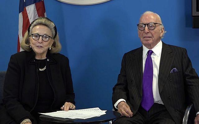 L'ancien ambassadeur américain Carl Spielvogel et son épouse, Barbaralee Diamonstein-Spielvogel (capture écran: YouTube)