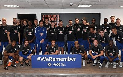L'équipe de Chelsea participe à la campagne #WeRemember du Congrès juif mondial.. (Crédit : Chelsea Football Club)